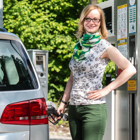 Refuelling times of 3–5 minutes for each natural-gas passenger car (NGV)