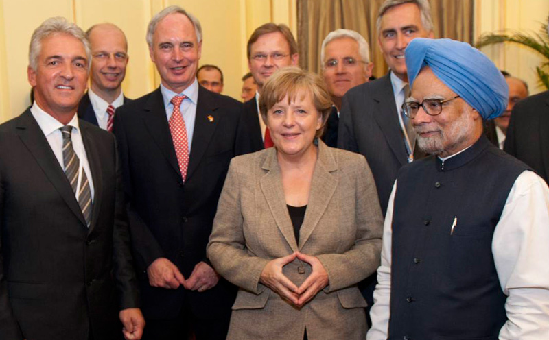 Dr. Angela Merkel with the Indian Prime Minister Manmohan Singh. On the left, Transport Secretary Dr. Peter Ramsauer, to the left behind Singh Siemens CEO Peter Löscher, to the right behind Merkel Philipp Bayat.