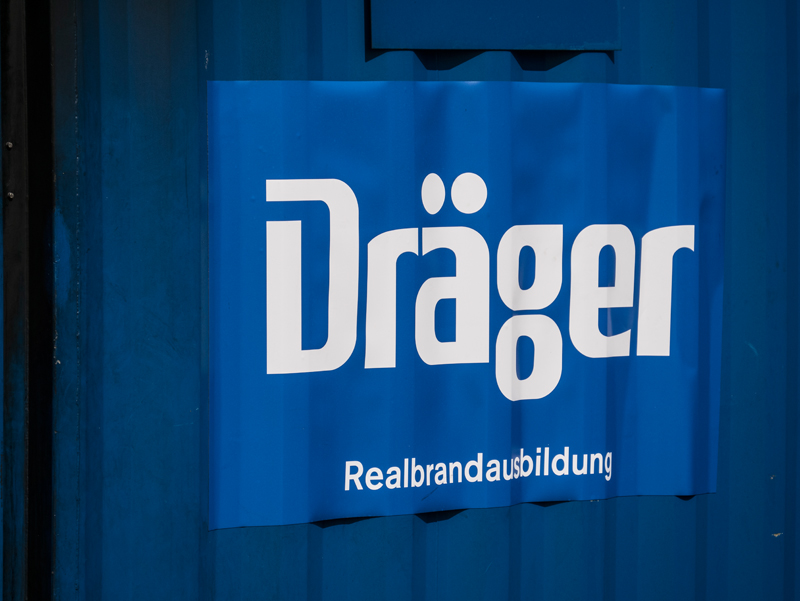 DRÄGER's realistic fire demonstration with BAUER compressor