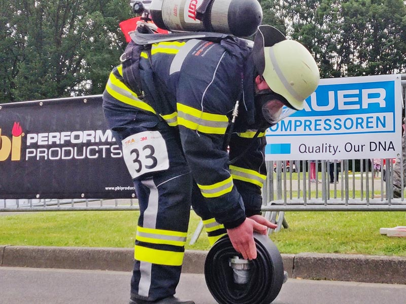 FireFit Rodgau_ When firefighters use breathing gear to tackle extreme conditions, high-purity breathing air is essential